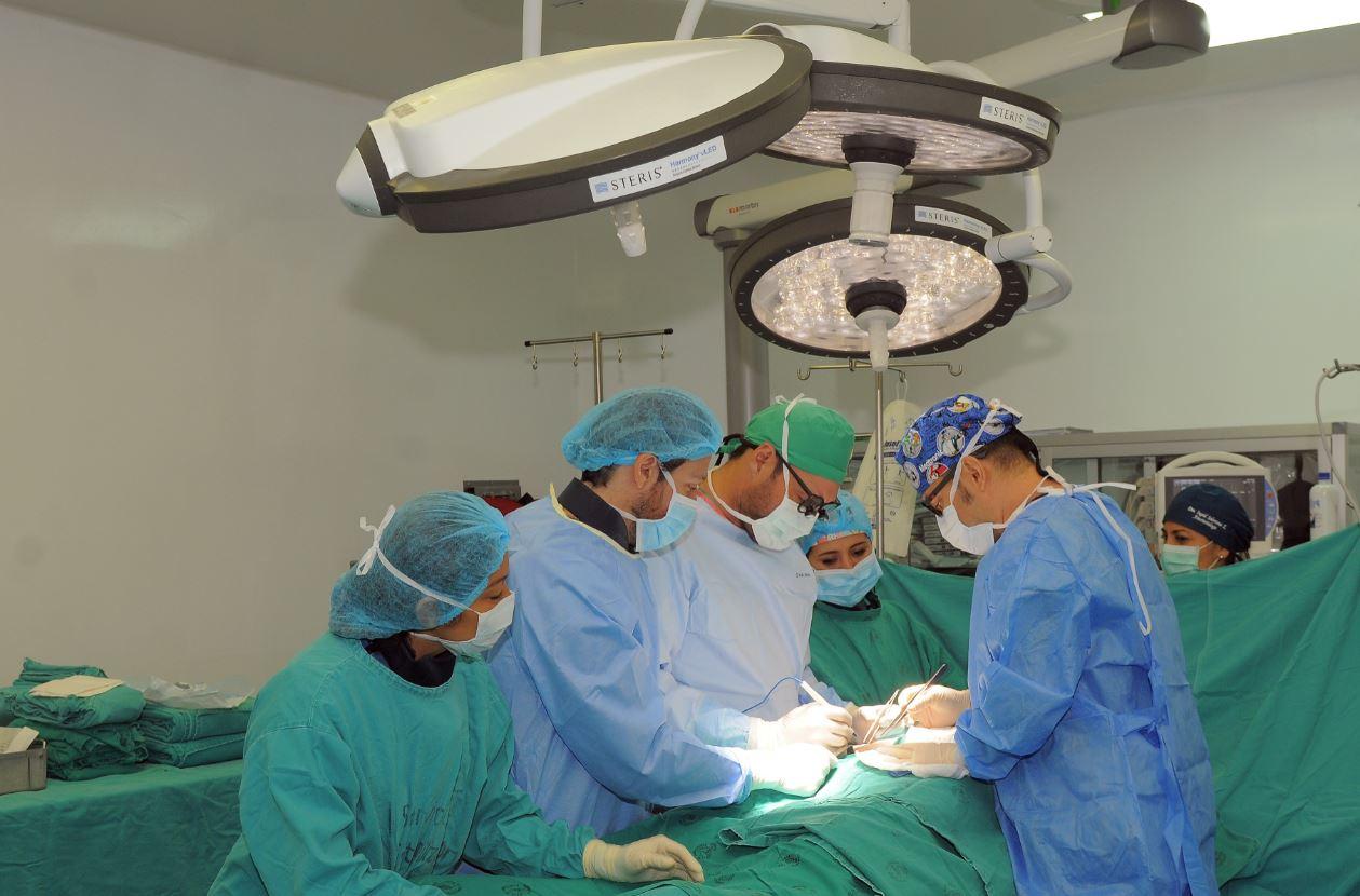 En el Hospital Luis Vernaza existen especialistas para cubrir las diferentes etapas de los trasplantes de órganos. Foto de archivo.