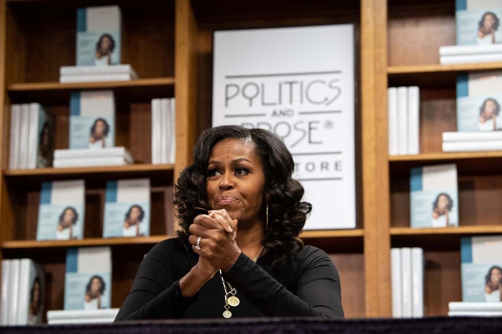 "Michelle Obama escucha ""Soulmate"", de Lizzo, ""Press"", de Cardi B, ""Apeshit"", de The Carters, ""Perm"", de Bruno Mars, y ""Cross Me"", de Ed Sheeran con Chance the Rapper & PnB Rock. Foto: AFP."