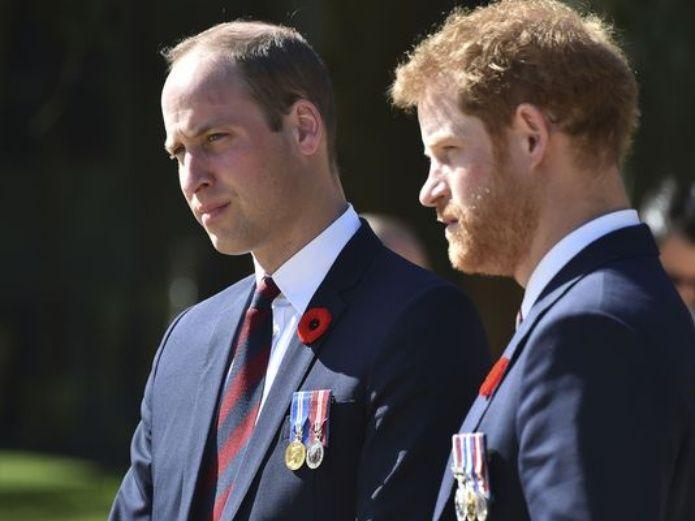 Mientras Harry construye su nueva vida en Canadá, la reina Isabel II otorga un nuevo nombramiento al príncipe William.