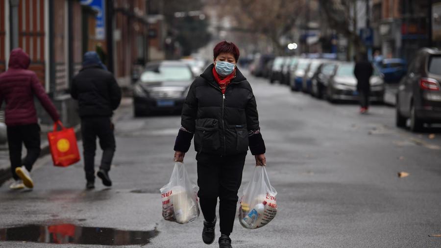 China endureció este domingo las medidas y restricciones para detener la epidemia de neumonía viral