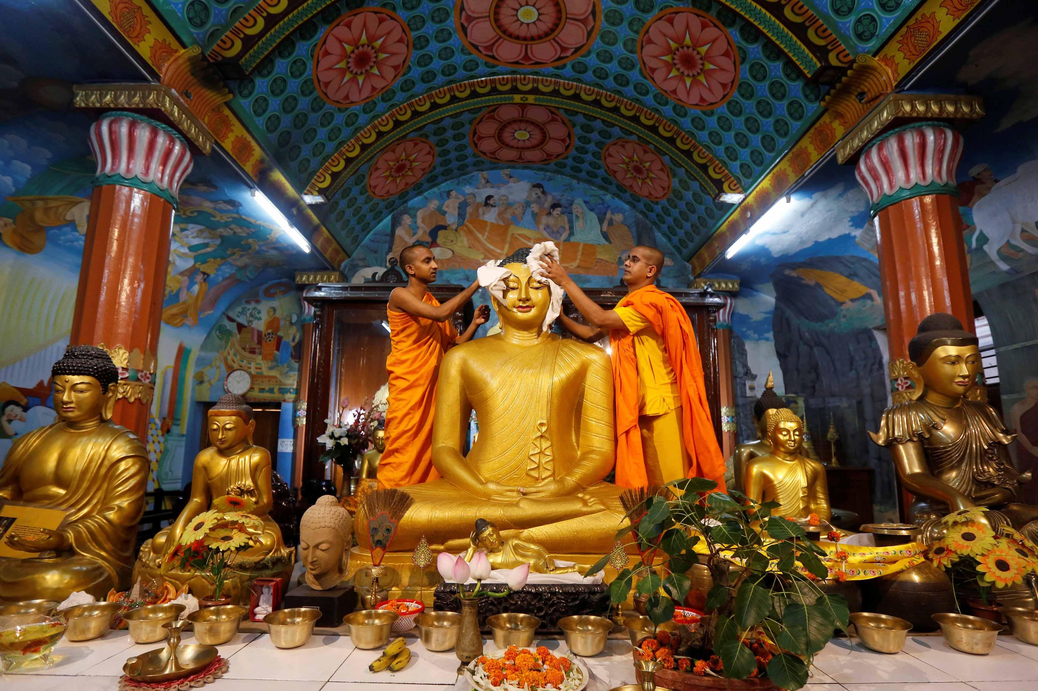 Los budistas celebran el Día de Vesak (nacimiento del Buda