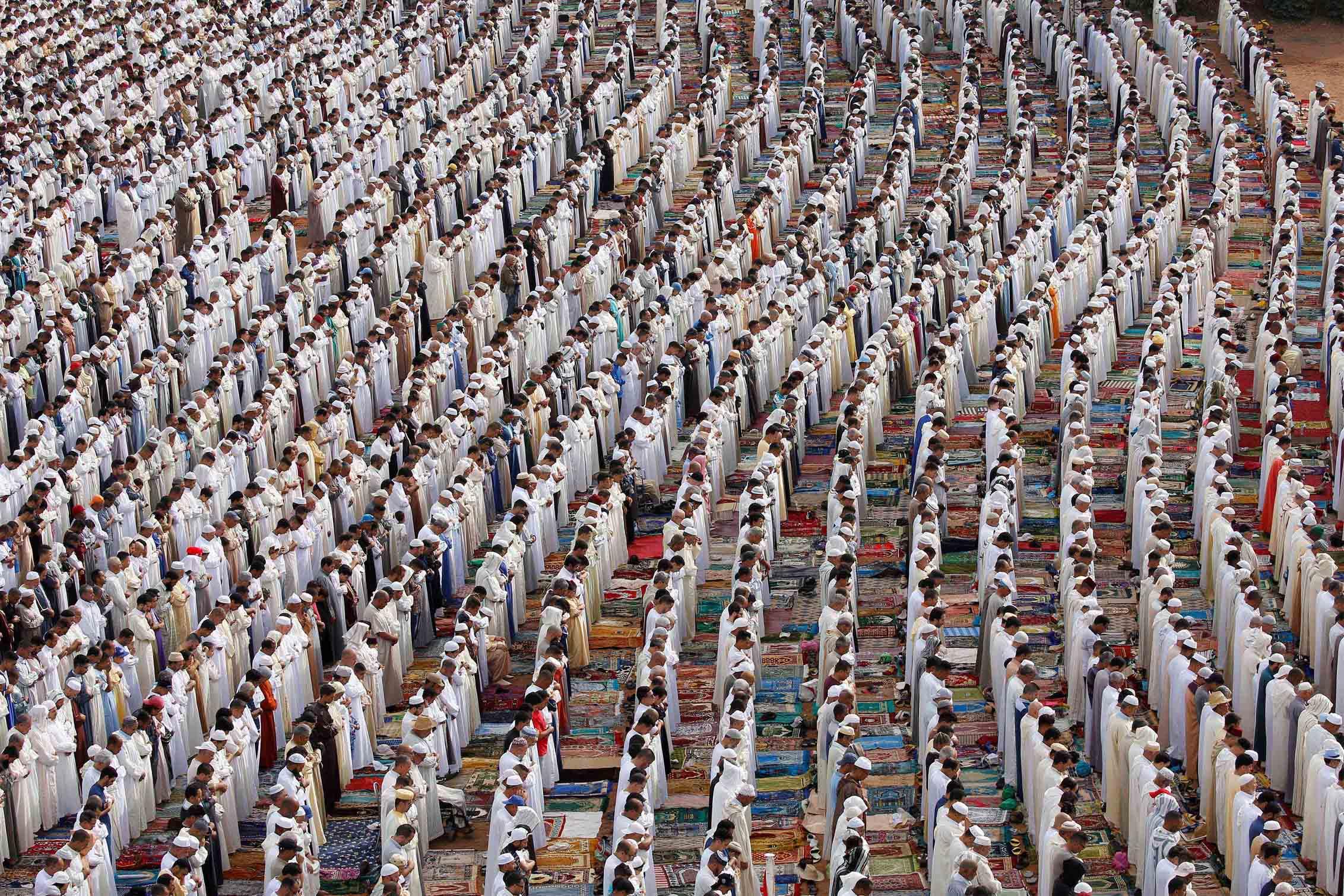 finaliza el ramad u00e1n  ayuno y meditaci u00f3n de los musulmanes