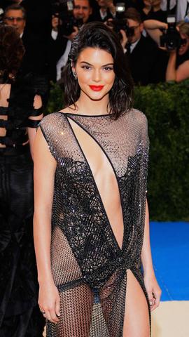 Kendall Jenner Llegó Prácticamente Desnuda A La Met Gala Vistazo