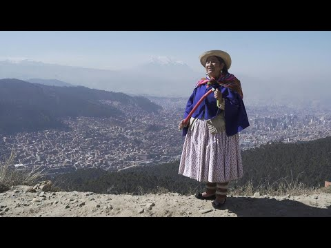 La pollera, símbolo feminista indígena y discriminatorio en Bolivia | AFP