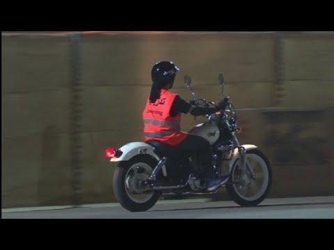 Reformas en Arabia Saudita permiten a mujeres conducir motos