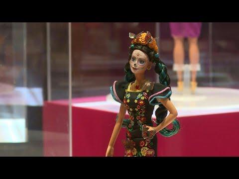 Presentan en México Barbie edición especial de Día de Muertos | AFP
