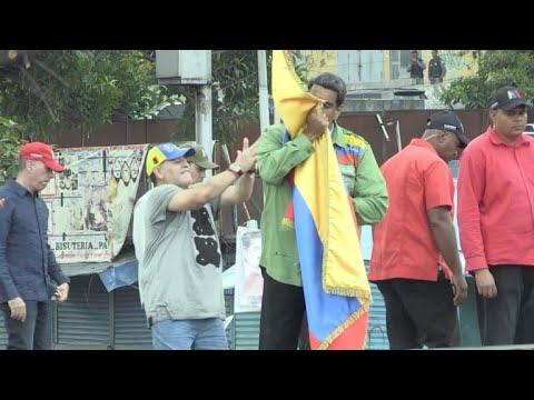 Maduro cierra campaña en Venezuela junto a Maradona