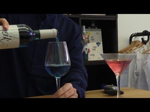 Vino azul, última moda de la industria vitivinícola española