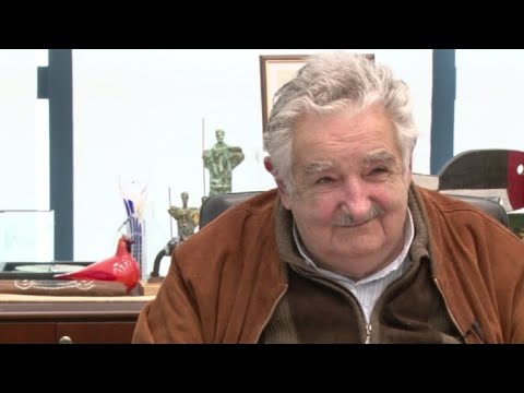Mujica deja su cargo de senador en Uruguay