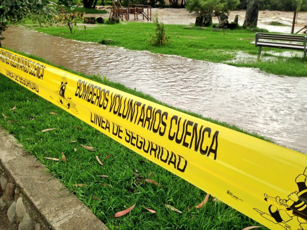 Estragos por crecida de los ríos de Azuay y Cañar