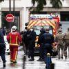 Policía y paramédicos en el lugar del crimen. Foto: EFE