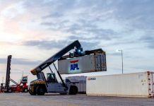 En el primer año calendario de operaciones, el puerto de Posorja registró récords en los niveles de productividad. Por ejemplo, cada grúa descarga o descarga 35,9 contenedores en una hora.