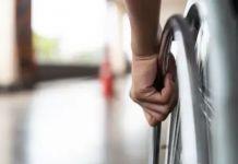 El sujeto acusado del robo le arranchó los zapatos al niño con discapacidad. Foto: Pixabay