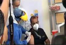 De forma paralela, el ministro de Salud Pública presidió el acto oficial del comienzo de la vacunación, en Guayaquil.