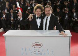 El director mexicano Michel Franco junto a Tim Roth. Foto: REUTERS