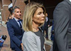 Loughlin fue acusada de pagar un soborno de 500.000 dólares para que sus dos hijas ingresaran a una prestigiosa universidad. Foto: AFP