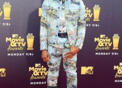 Chadwick Boseman mientras llega para los premios MTV Movie and TV 2018 en el Barker Hanger en Santa Mónica, California (Estados Unidos).