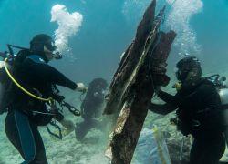 La limpieza submarina es parte de las acciones que ejecutan los voluntarios del programa.