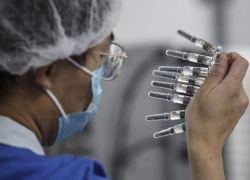 China prevé fabricar 610 millones de dosis de la vacuna del coronavirus antes de que acabe este año y 1.000 millones en 2021. Foto: EFE