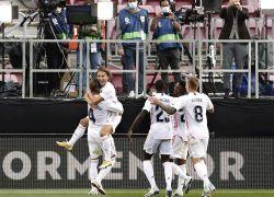 Después de cinco años, el Real Madrid CF volvió a ganar un clásico por la liga española en el Camp Nou. Un clásico atípico: en la tarde, a puerta cerrada, sin favoritos. Real Madrid lo dominó.