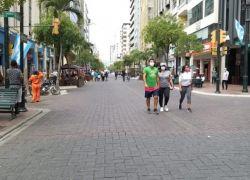 Al inicio del sábado, los transeúntes de la avenida 9 de Octubre en el centro de Guayaquil se extrañaron por el cierre de la vía. (Foto: Twitter).