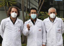 Miguel Ángel García, Byron Freire y Gabriel Iturralde, del grupo de investigadores de la UDLA que desarrollaron el kit Ecuagen UDLA para diagnosticar SARS-CoV-2 a través de pruebas PCR.