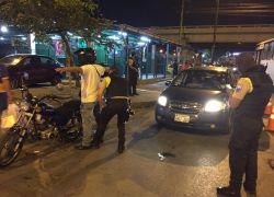 En la noche del viernes y la madrugada del sábado se realizaron varios operativos policiales en Guayaquil. Foto: @PoliciaEcuador