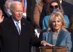 """Biden se compromete a """"preservar, proteger y defender la Constitución de Estados Unidos""""."""