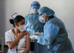 """""""El objetivo es recibir vacunas de forma constante y en buenas condiciones, añadió Yépez. Foto: EFE"""