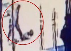 Los informes señalan que el hombre de raza afroamericana también lanzó comentarios anti-asiáticos durante el ataque.