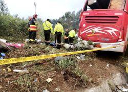 Se trató de pérdida de carril con volcamiento y estrellamiento. Foto: Cortesía Cuerpo de Bomberos de Quito