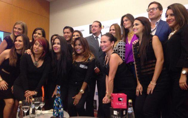 El equipo de maquillaje del Designer Book 2014. Foto: Facebook/DesignerBook
