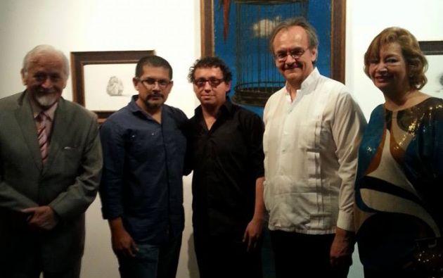 El director de cultura, Melvin Hoyos (derecha), durante la premiación.