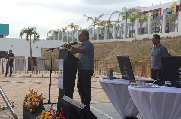 El Ministro de Educación, Augusto Espinosa, explicó las características de la plataforma virtual. Foto: Twitter/Ministerio de Educación de Ecuador.