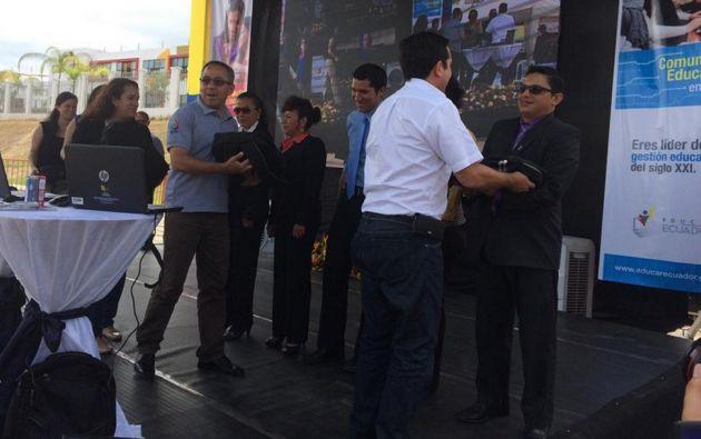 Los docentes del país recibirán kits tecnológicos como parte del programa. Foto: Twitter/Ministerio de Educación de Ecuador.