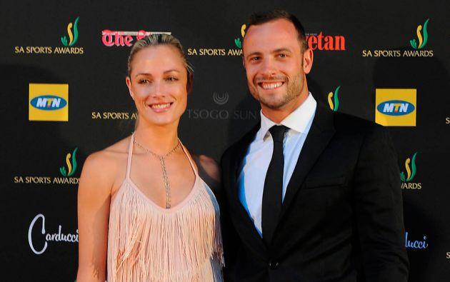 Pistorius junto a su novia, la modelo Reeva Steenkamp. Foto: Archivo