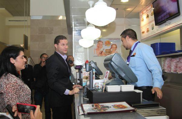 También se reducirá el costo de los alimentos de los negocios internos del aeropuerto.