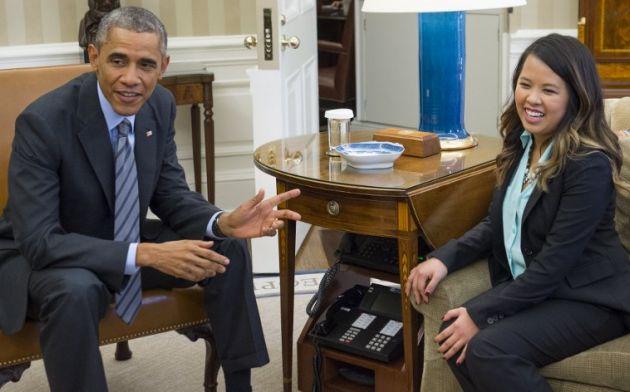 Obama recibió a la enfermera en la sala oval. Foto: AFP