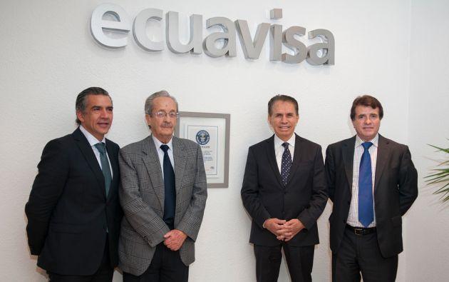 Ricardo Vázquez, gerente general de Ecuavisa; Leonardo Ponce, vicepresidente de Ecuavisa Quito; Alfonso Espinosa de los Monteros; y Patricio Jaramillo, gerente de Ecuavisa Quito.