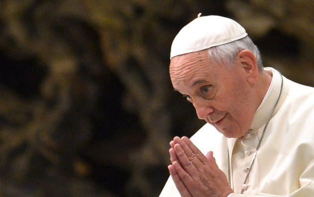 El obispo dio un discurso durante la inauguración de un busto de bronce en honor al papa emérito Benedicto XVI. Foto: AFP / Alberto Pizzoli