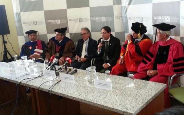 Autoridades y docentes de la institución durante la inauguración. Foto: Twitter / Yachay