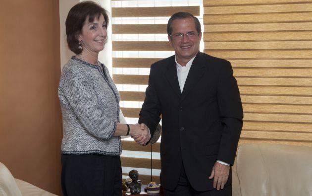 La secretaria de Estado adjunta de EE.UU. para el Hemisferio Occidental, Roberta Jacobson, y el canciller Ricardo Patiño. Foto: Flickr / Cancillería Ecuador