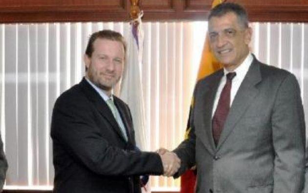 Yépez (d) ocupó la cartera de Finanzas en el gobierno del presidente Lucio Gutiérrez. Foto: Diario La Hora