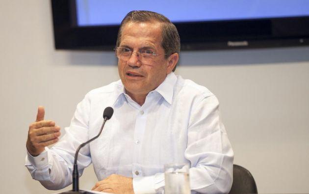 El canciller de Ecuador, Ricardo Patiño, celebró el domingo el 25° aniversario de la caída del Muro de Berlín. Foto: AFP