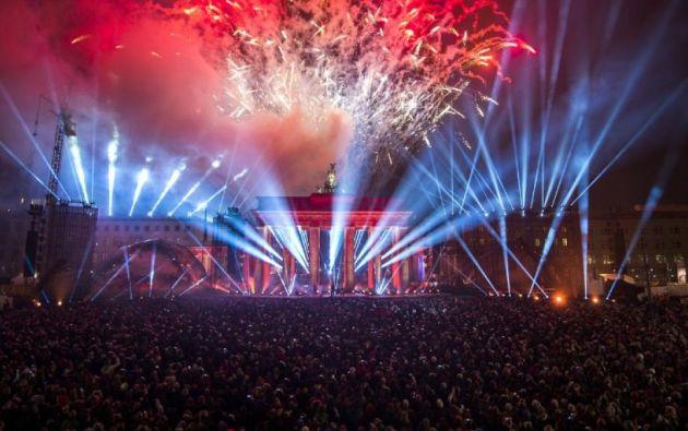 Se realizó una fiesta popular en la simbólica Puerta de Brandeburgo. Foto: AFP