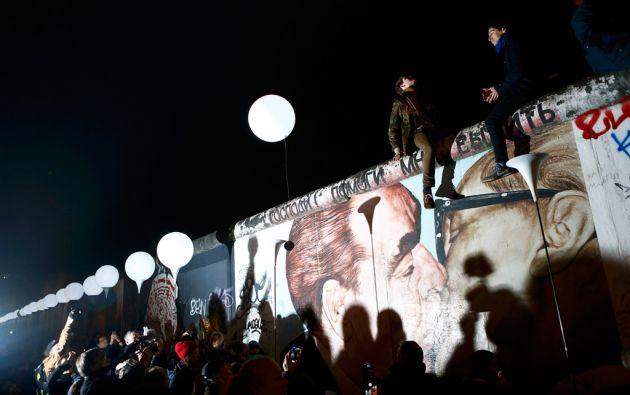 """La liberación de los globos de la """"Frontera de Luz"""" cerró los actos por el aniversario de la caída del Muro. Foto: Foto: REUTERS/Axel Schmidt"""