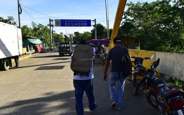 Cada mes, un millar de colombianos cruza la frontera con Ecuador. Foto: AFP /Rodrigo Buendia
