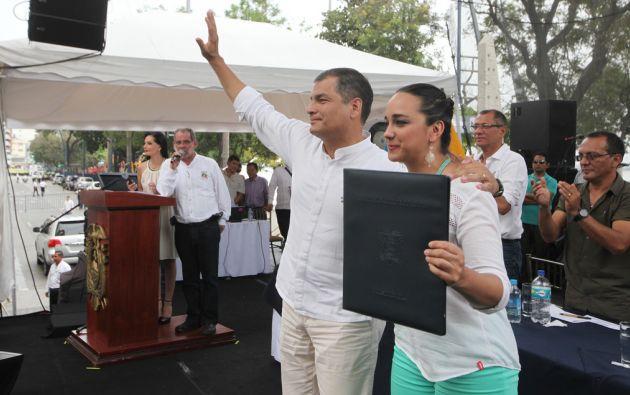 Correa y la presidenta de la Asamblea, Gabriela Rivadeneria. Foto: FLICKR/Presidencia de Ecuador