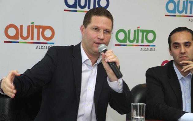 El alcalde durante la rueda de prensa. Foto: Municipio de Quito