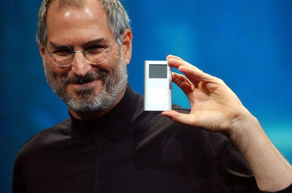 Steve Jobs presentado el iPod.
